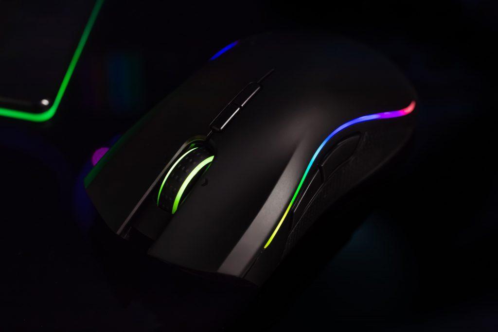 Imagem de Razer com iluminação RGB e várias opções de botões