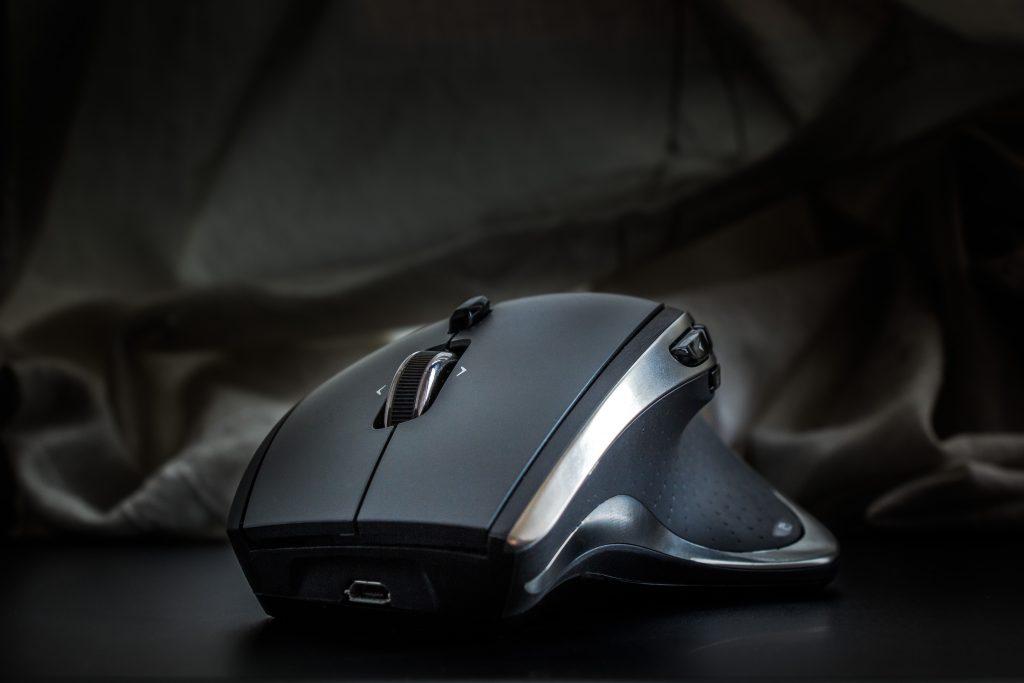 Imagem de Razer preto anatômico com botões e funções extras
