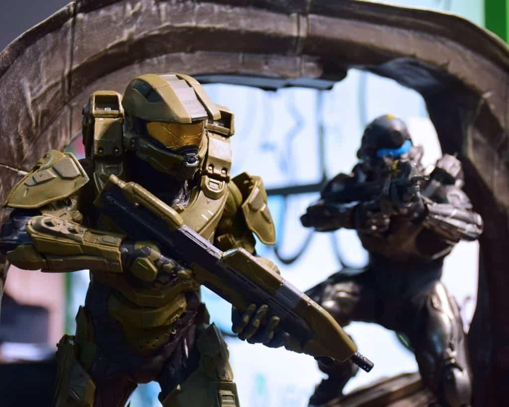 Imagem do action figures de personagens da franquia Halo para Xbox.