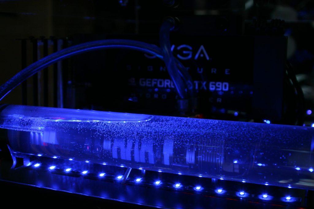 Imagem de gabinete com refrigeração a água