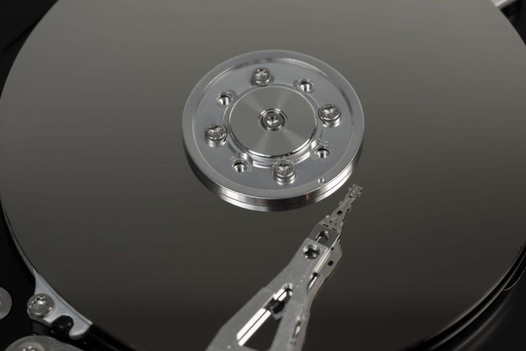 Imagem do interior de um HD externo