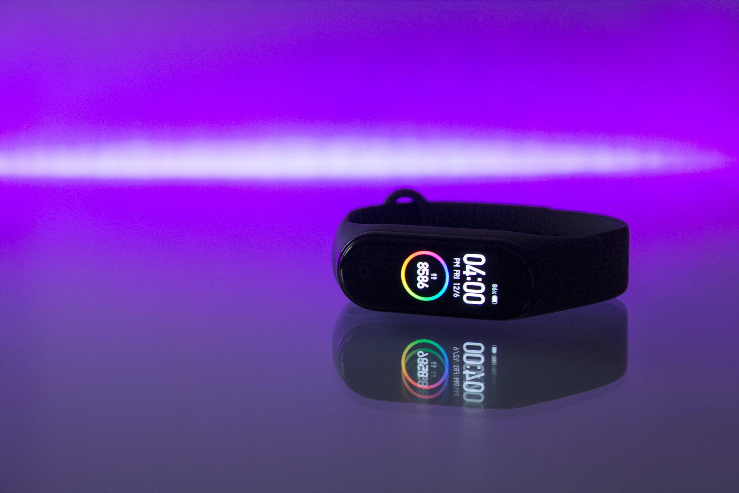 A pulseira inteligente é um wearable esportivo. (Fonte: Nikita Kostrykin/ Unsplash.com)
