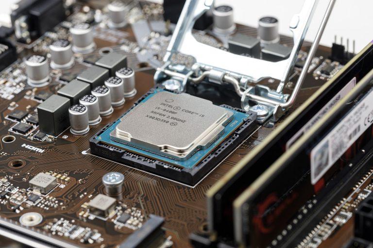 Imagem de placa mãe com processador Intel i5