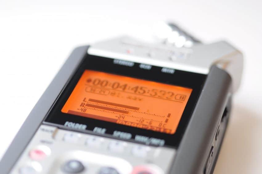 Imagem mostra o visor de um gravador de voz.
