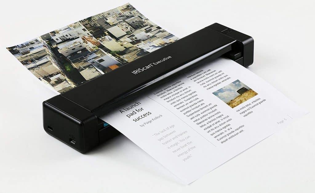 Imagem mostra um um scanner portátil funcionando.
