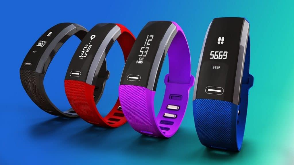 Imagem de smartbands coloridas.