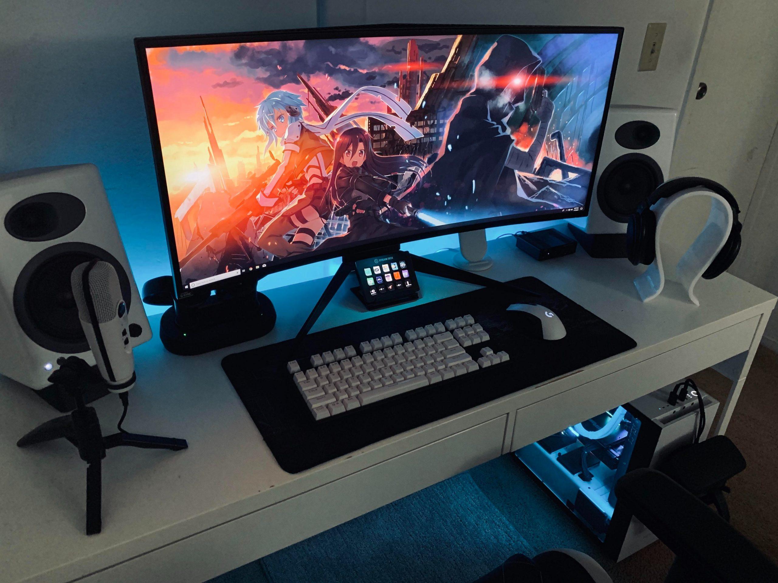 Imagem mostra um PC gamer com monitor curvo.