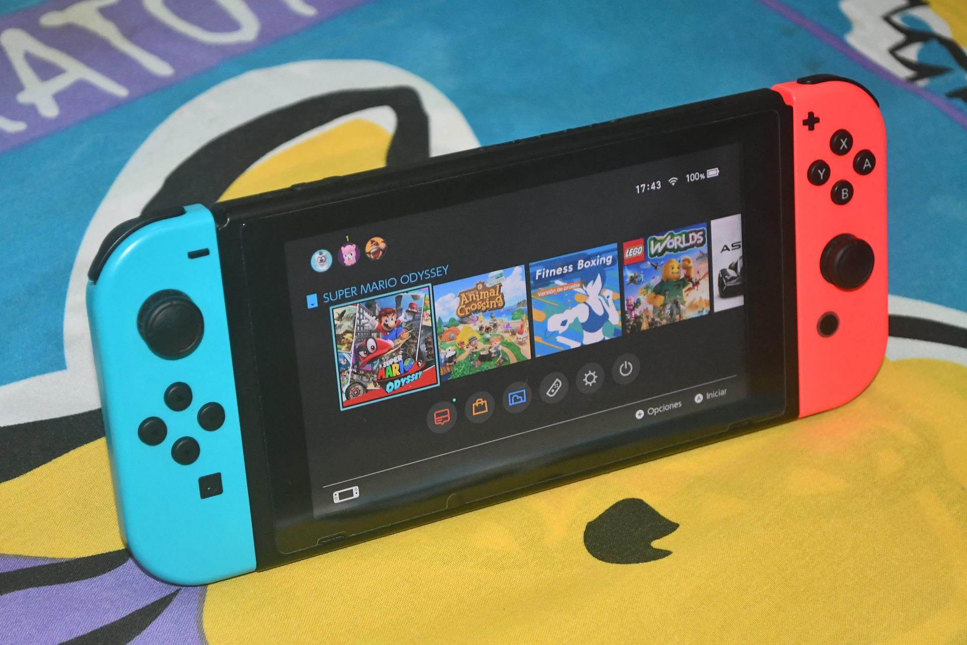 Imagem mostra um Nintendo Switch e sua lista de jogos.