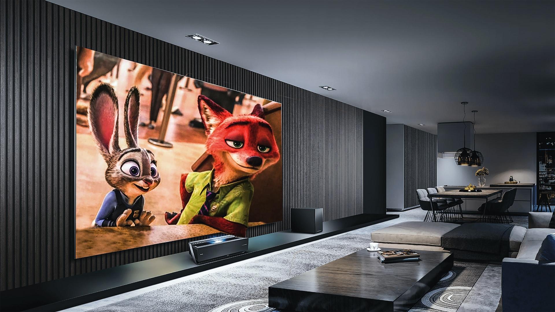 Imagem mostra uma espaçosa sala com uma TV de grande porte.