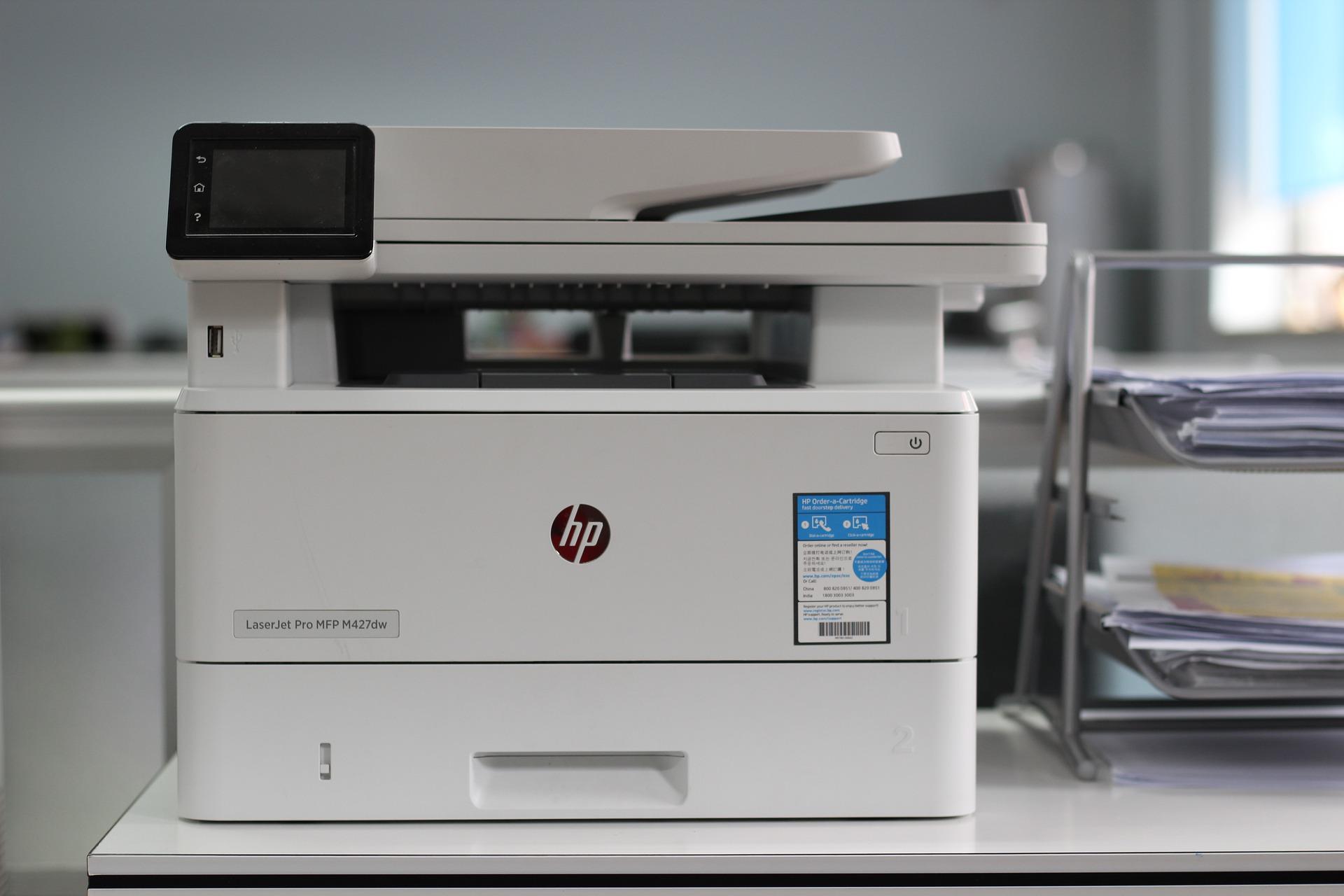 Imagem de uma impressora multifuncional.