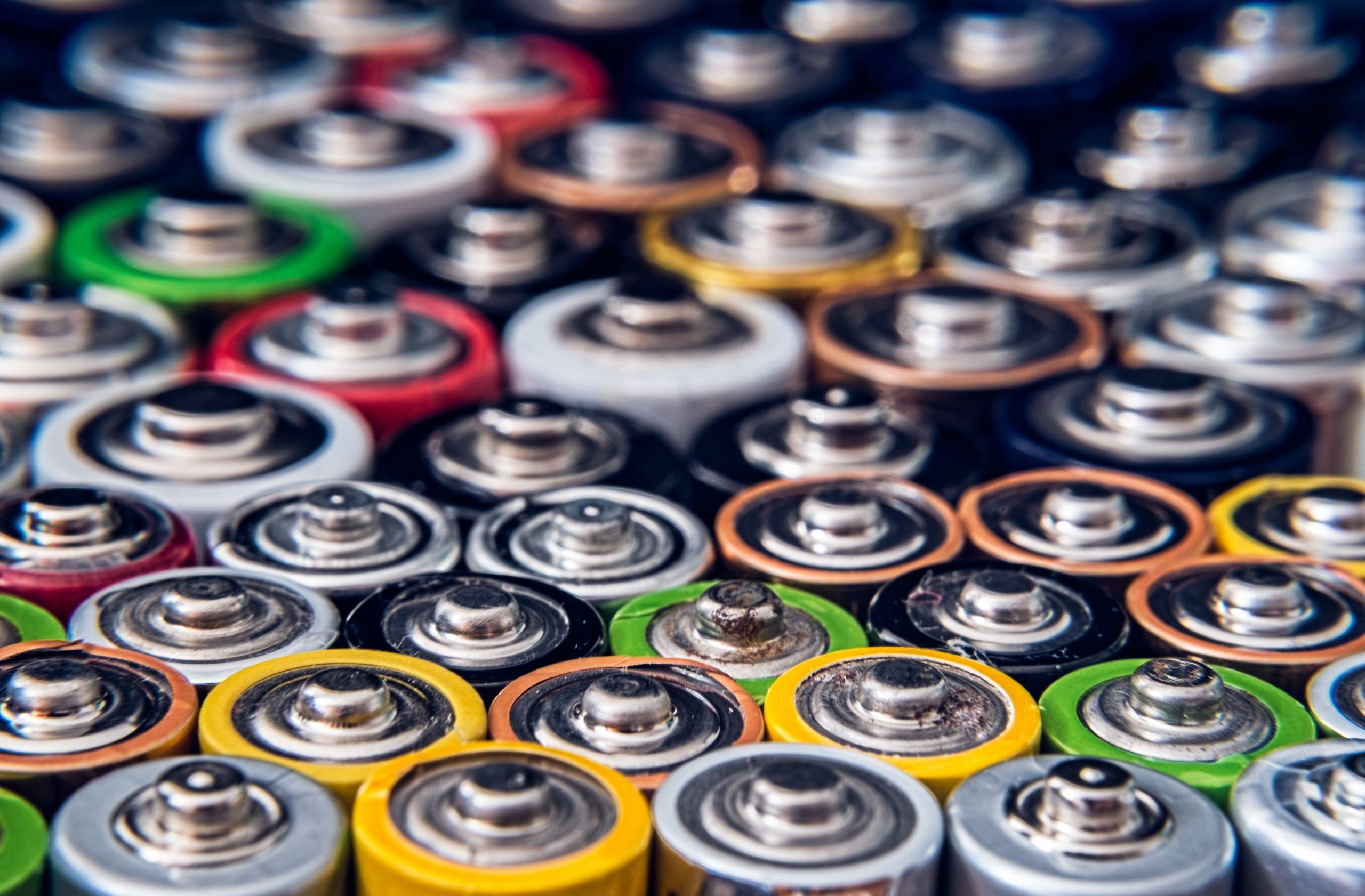 Várias pilhas juntas.