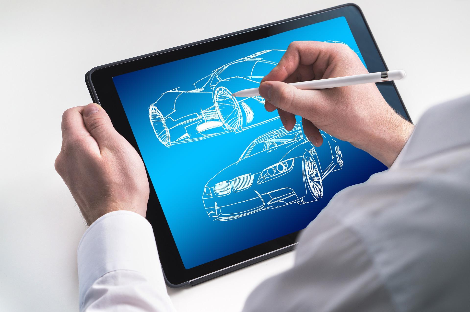 Imagem mostra uma pessoa desenhando carros em um tablet.